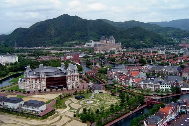 Quirks 70 72 quirky japan for Nagasaki huis ten bosch